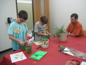 lee-and-kekoa-work-on-planting-in-the-session-led-by-dan